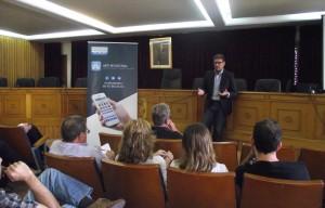 Un momento de la presentación de la App en Chiva a cargo del diputado provincial José Manuel Haro.