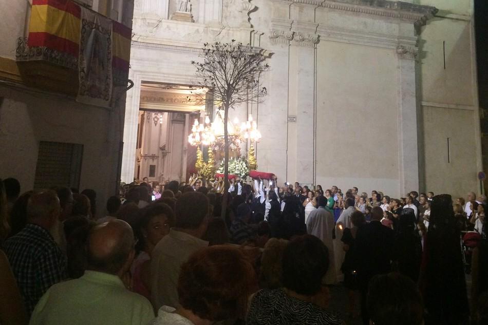 Procesión en honor a la Virgen del Castillo. tc.c