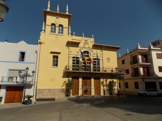 Fachada de la casa consistorial de Riba-roja.
