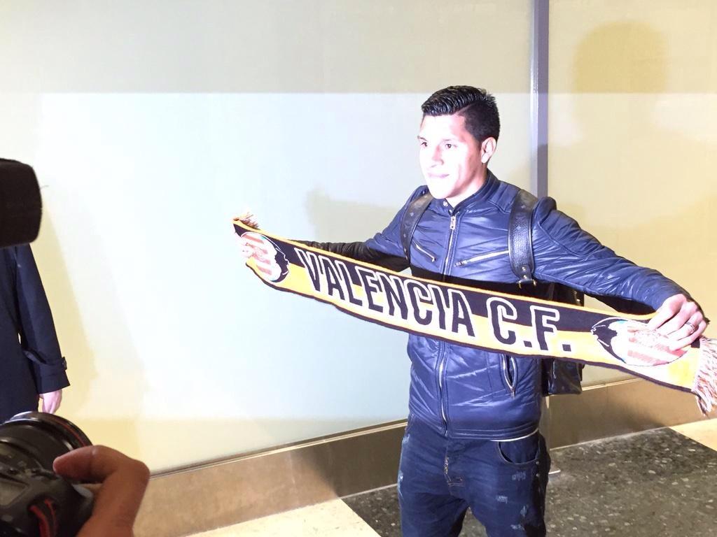 El jugador Enzo Pérez a su llegada a Manises.