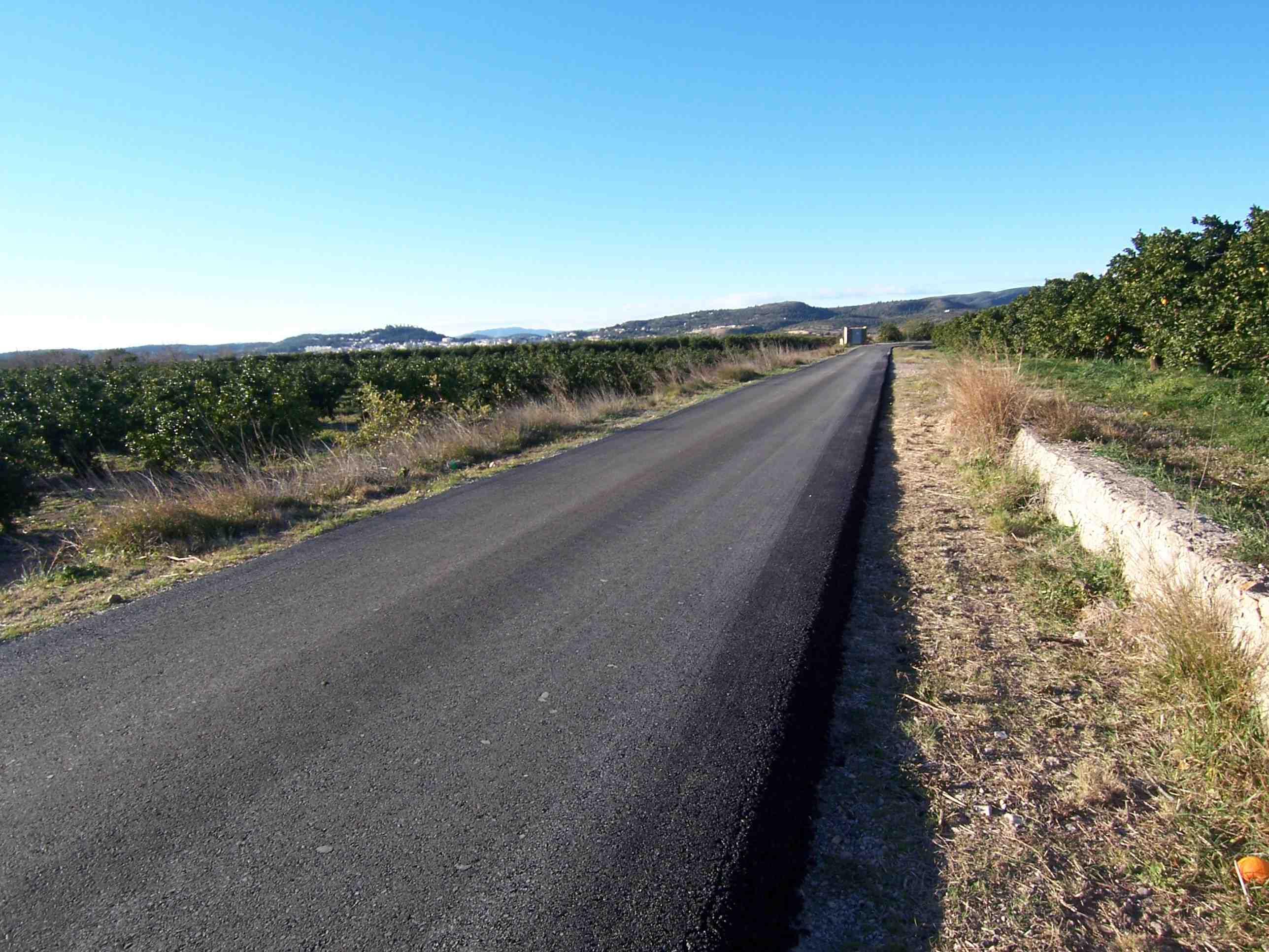 Asfaltado camino rural 1