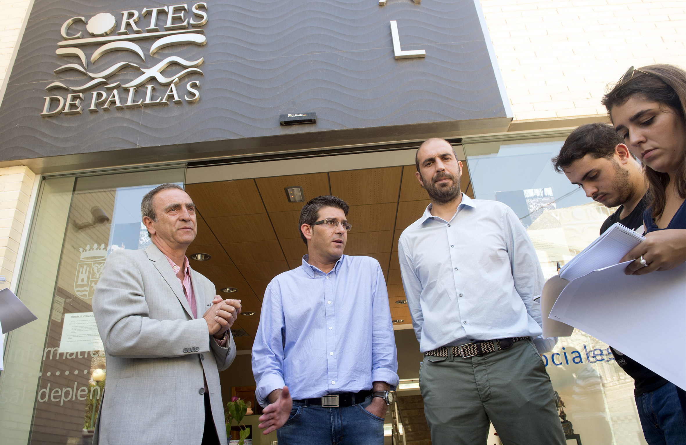 Jorge Rodríguez, Pablo Seguí i Fernando Navarro atenent als mitjans de comunicació.