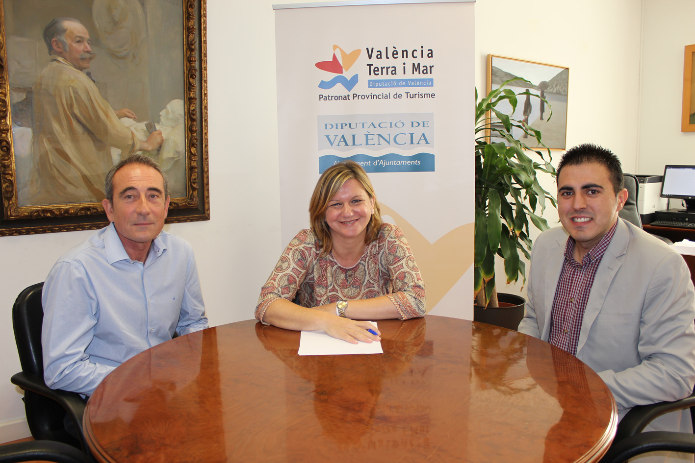 El gerente de Buinsa, Rafa Benlloch; la diputuada de Turisme, Pilar Moncho; y el concejal de Turismo de Buñol, Manuel Sierra.