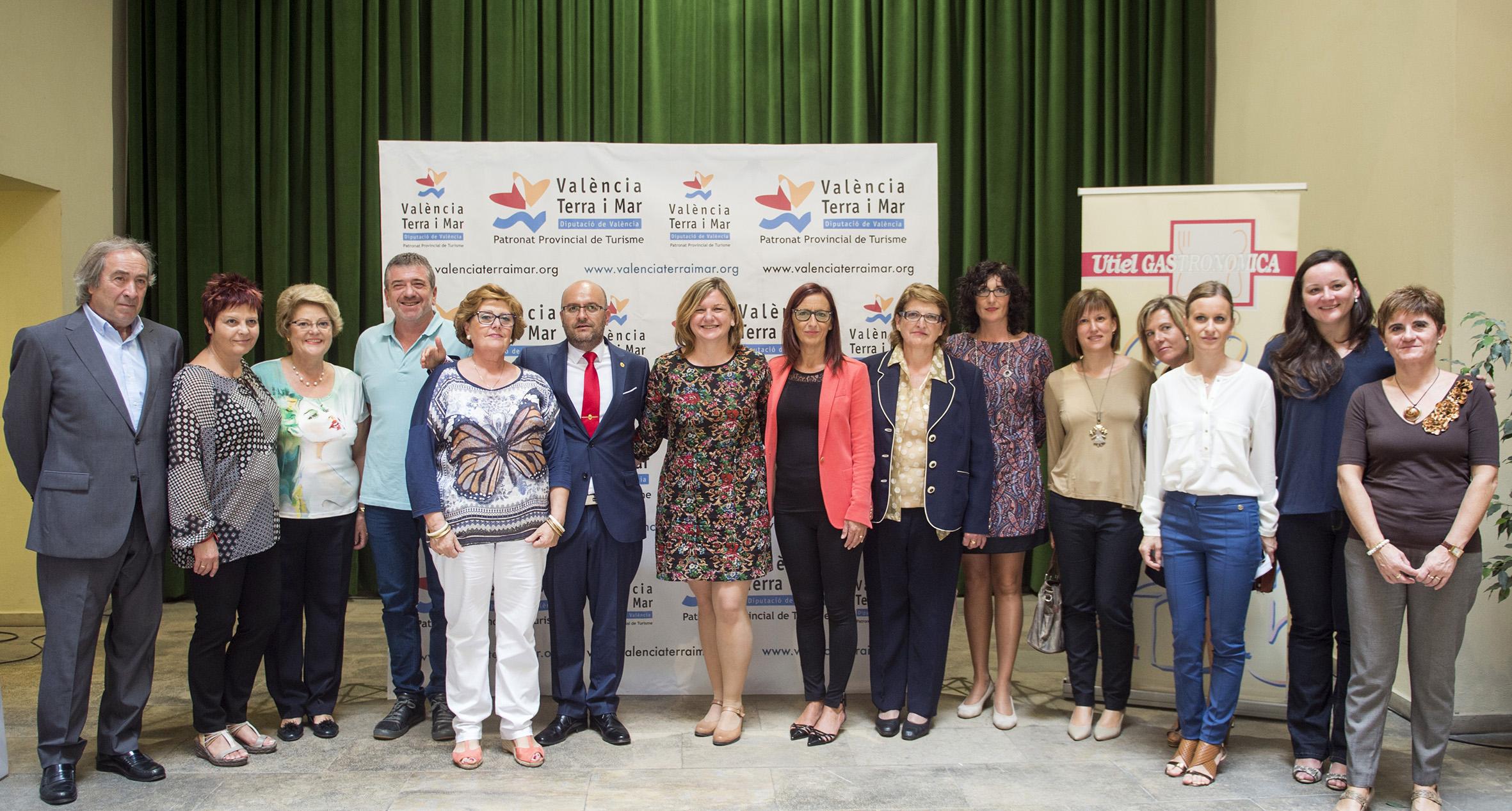Responsables de la Diputación de Valencia, del Ayuntamiento de Utiel, de la organización de la muestra y de las entidades participantes. Foto: R. Albulaila.