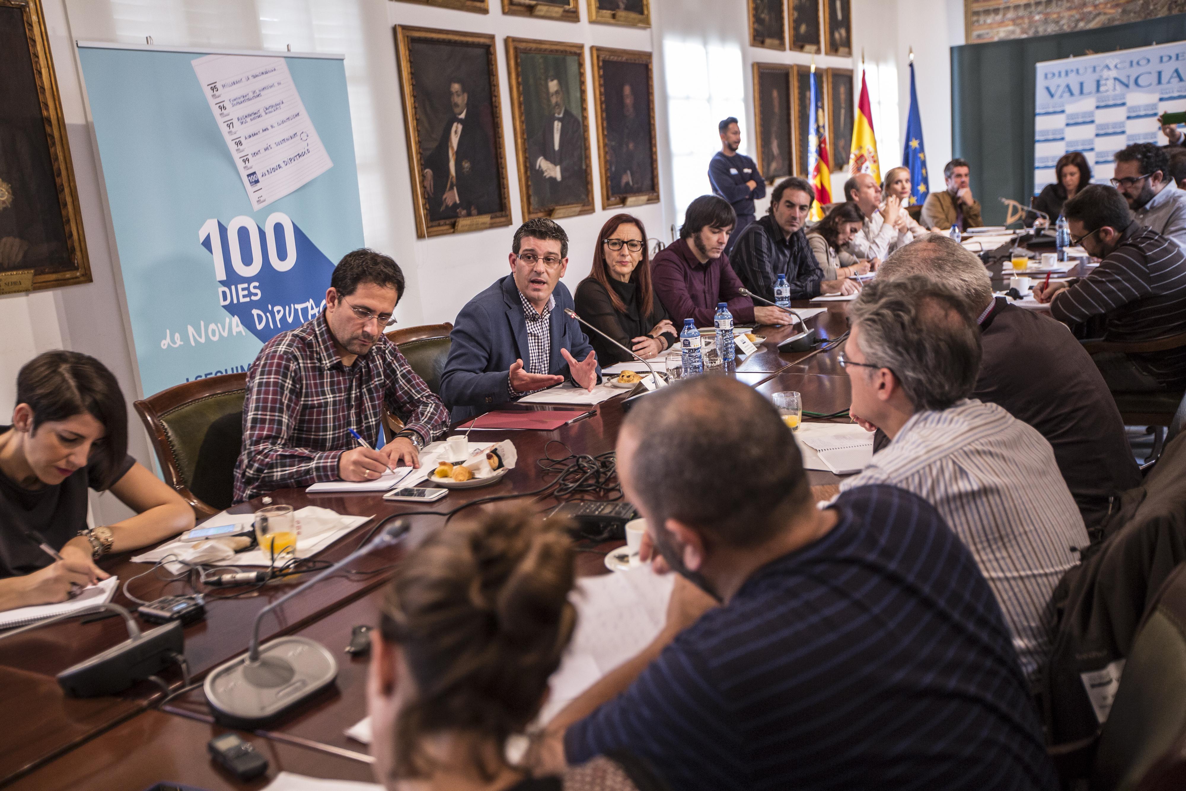 El presidente de la Diputación ha atendido a los medios de comunicación en un almuerzo informativo.