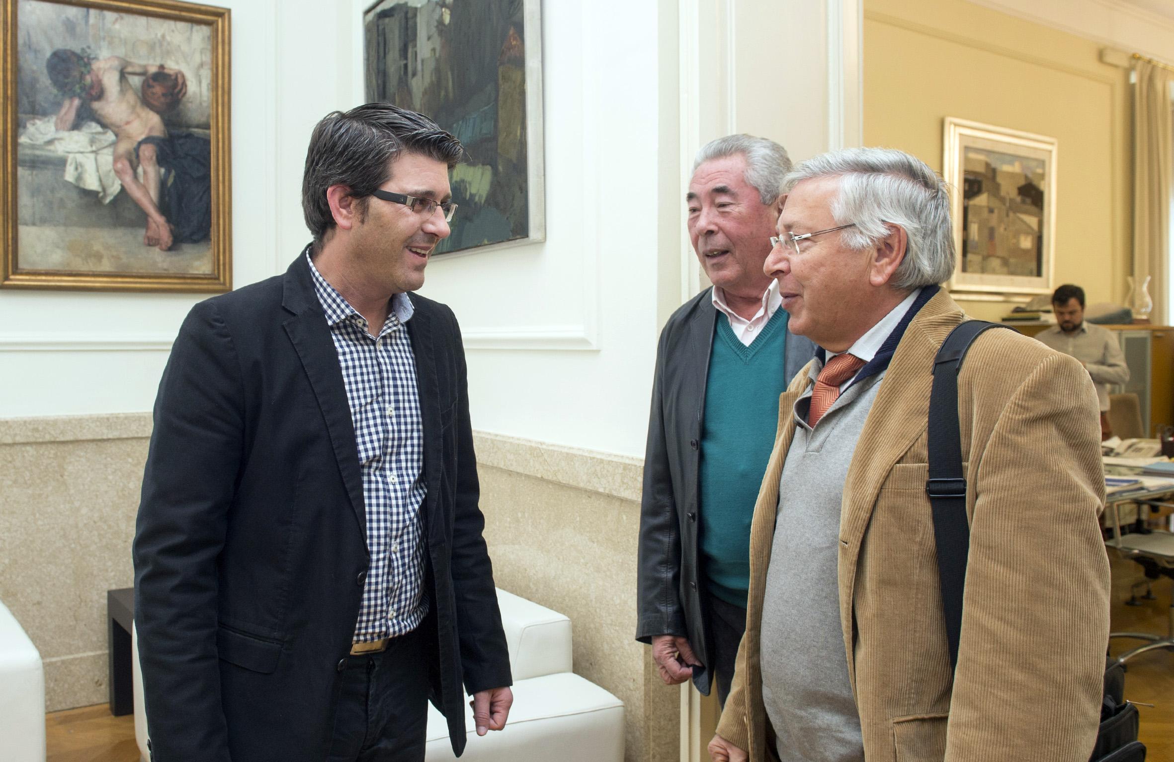El president de la Diputació de València, Jorge Rodríguez, amb l'alcalde de Teresa.