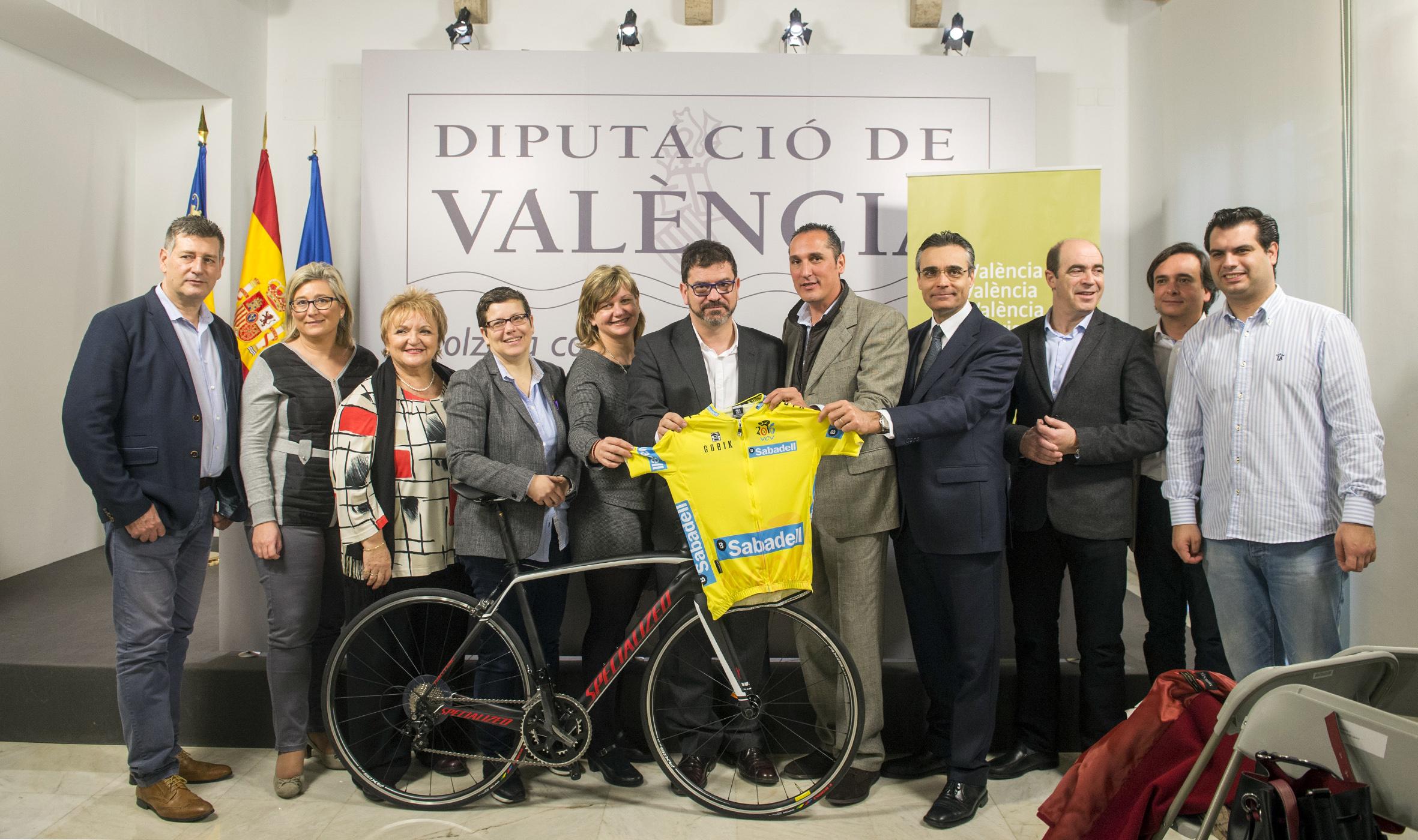 Autoridades que han participado en la presentación de la Vuelta.