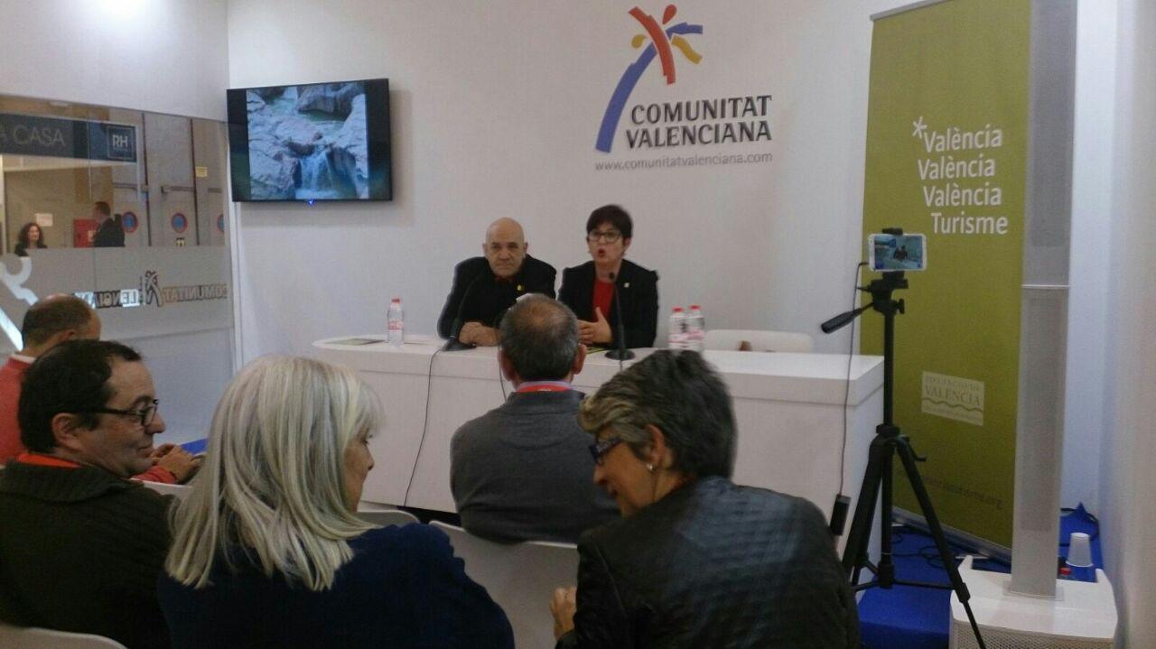 Presentación en fitur de la oferta turística de Buñol a cargo de los ediles Arnaldo Carrascosa y Juncal Carrascosa.