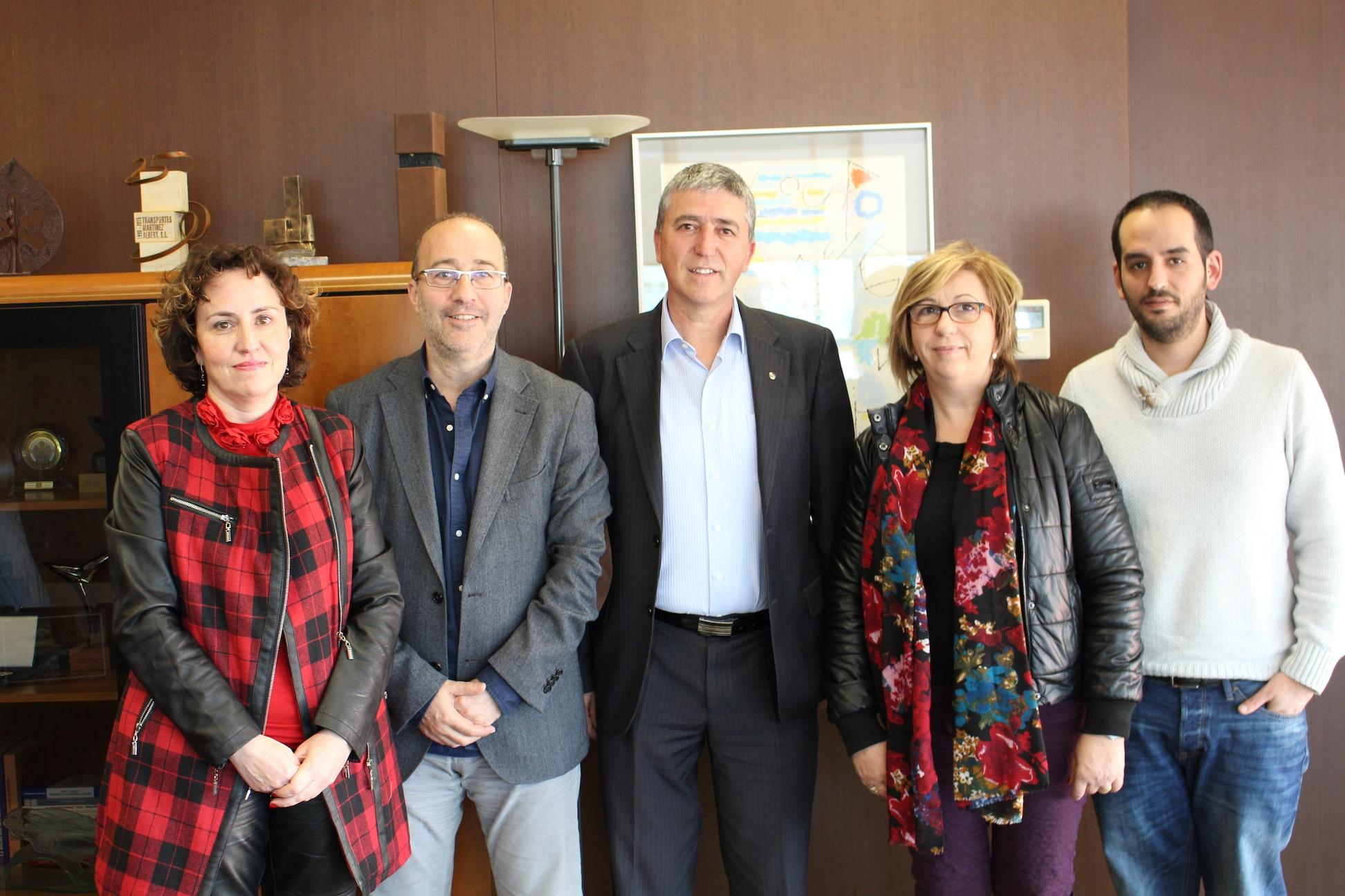 El conseller amb els responsables municipals d'Alzira.