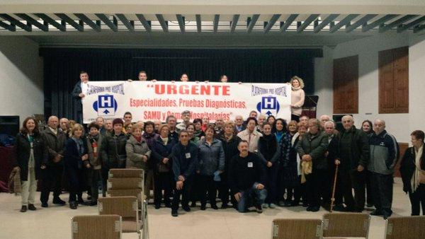 Participantes en una charla informativa celebrada en Macastre. tc.c