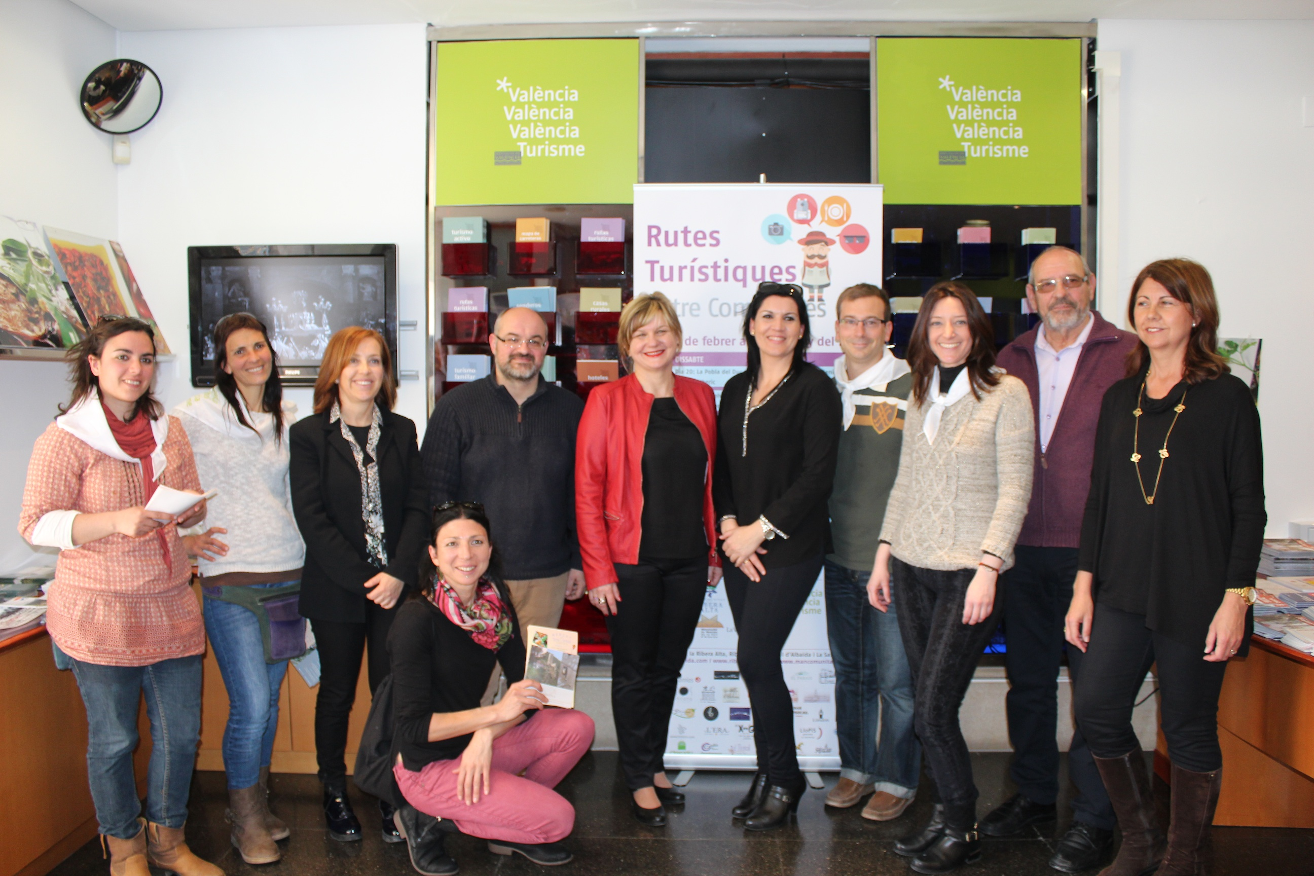 PIlar Moncho amb els representants comarcals a l'Oficina de Promoció de València Turisme.