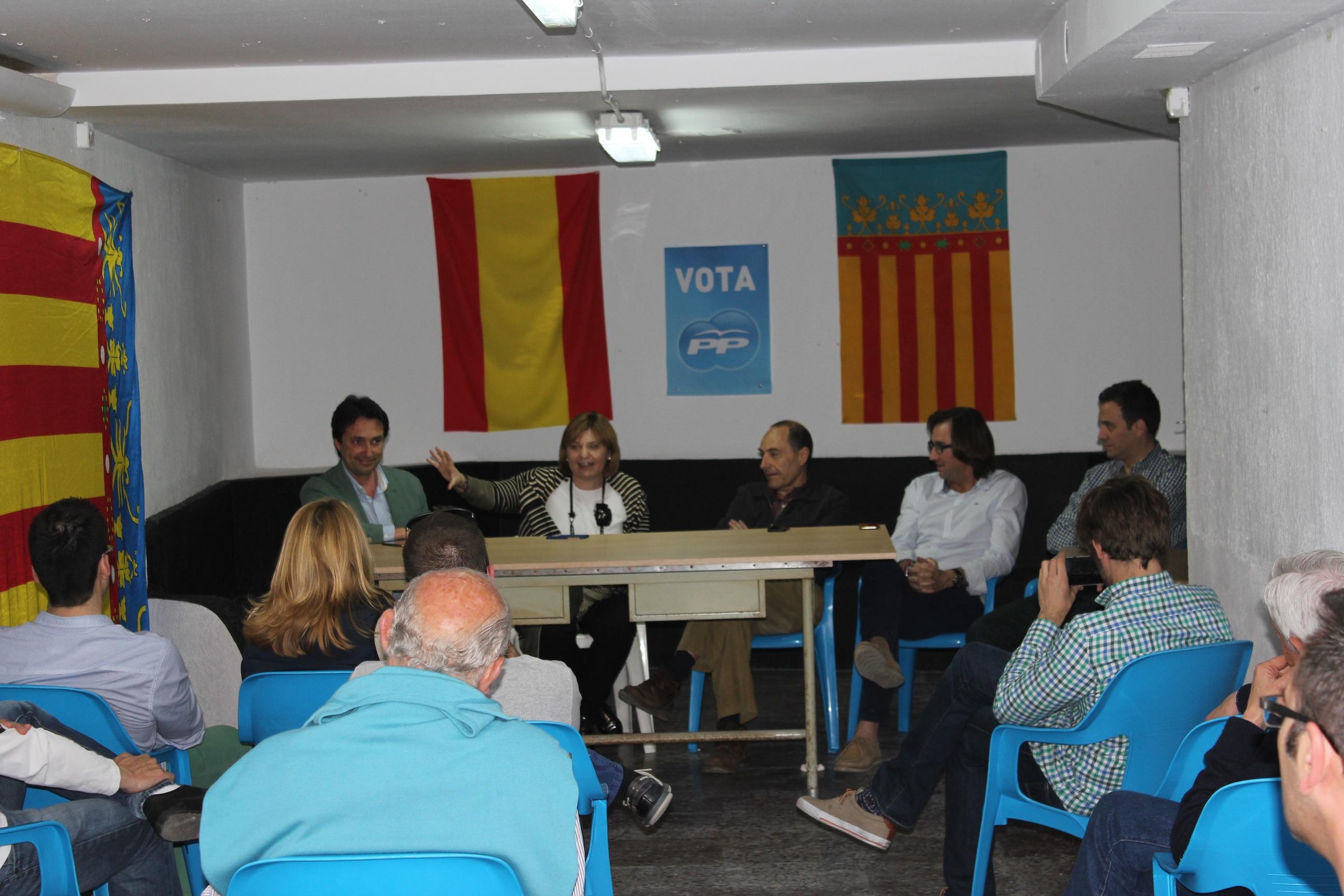 Isabel Bonig se reunió con los militantes de Ayora-Cofrentes.