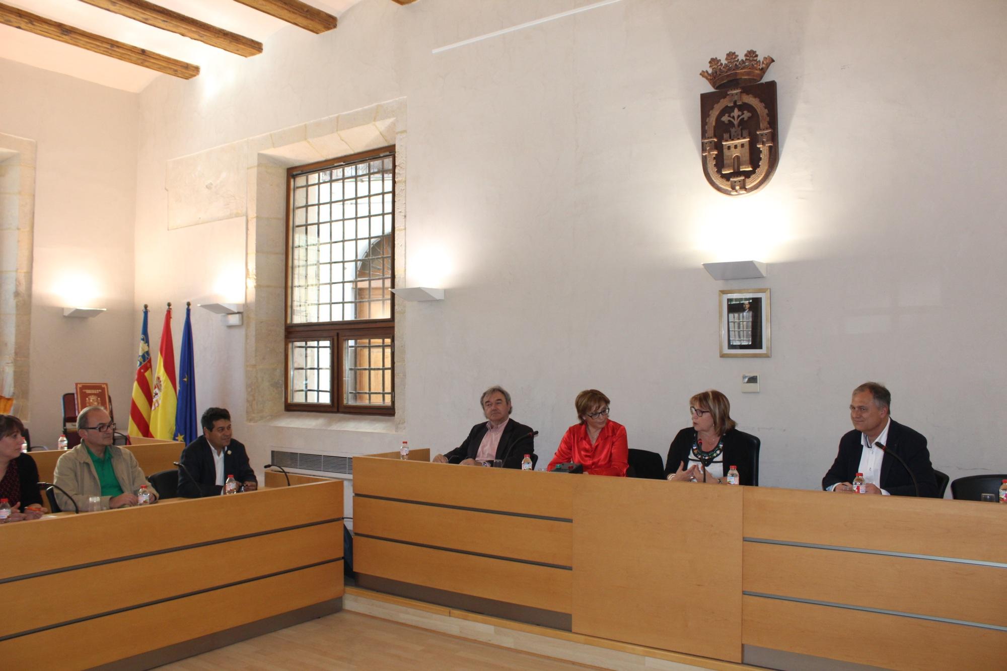 La diputada Conxa Garcia con los alcaldes de Camp de Turia.