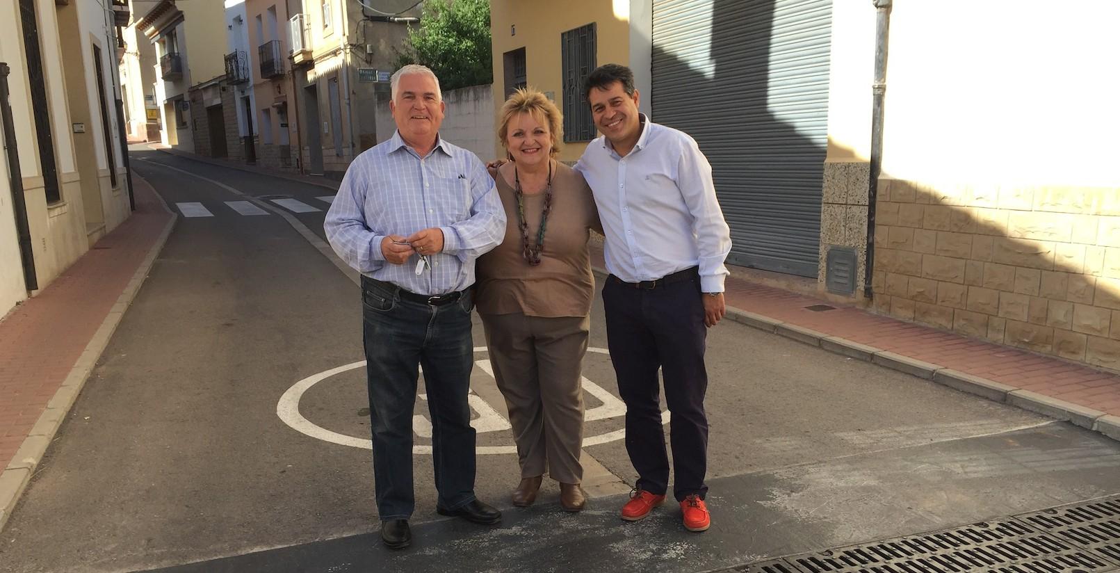 La diputada Mercedes Berenguer durante su visita a los municipios del Camp de Túria.