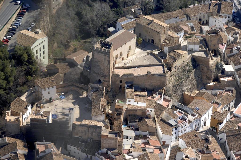 Una perspectiva aérea del castillo de Buñol.