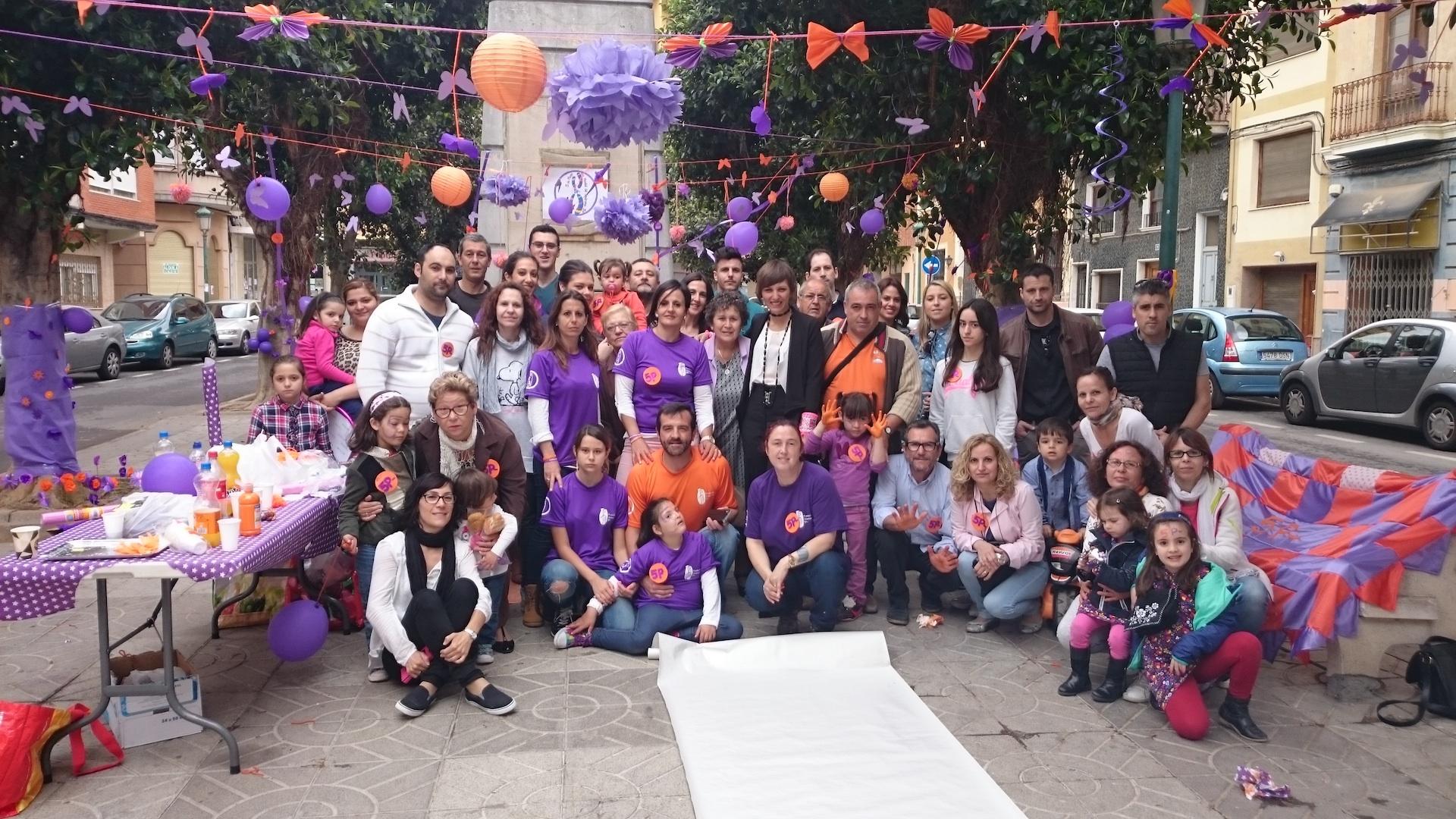 Participantes en la jornada solidaria de la Fundación Síndrome 5P en Benifaió.