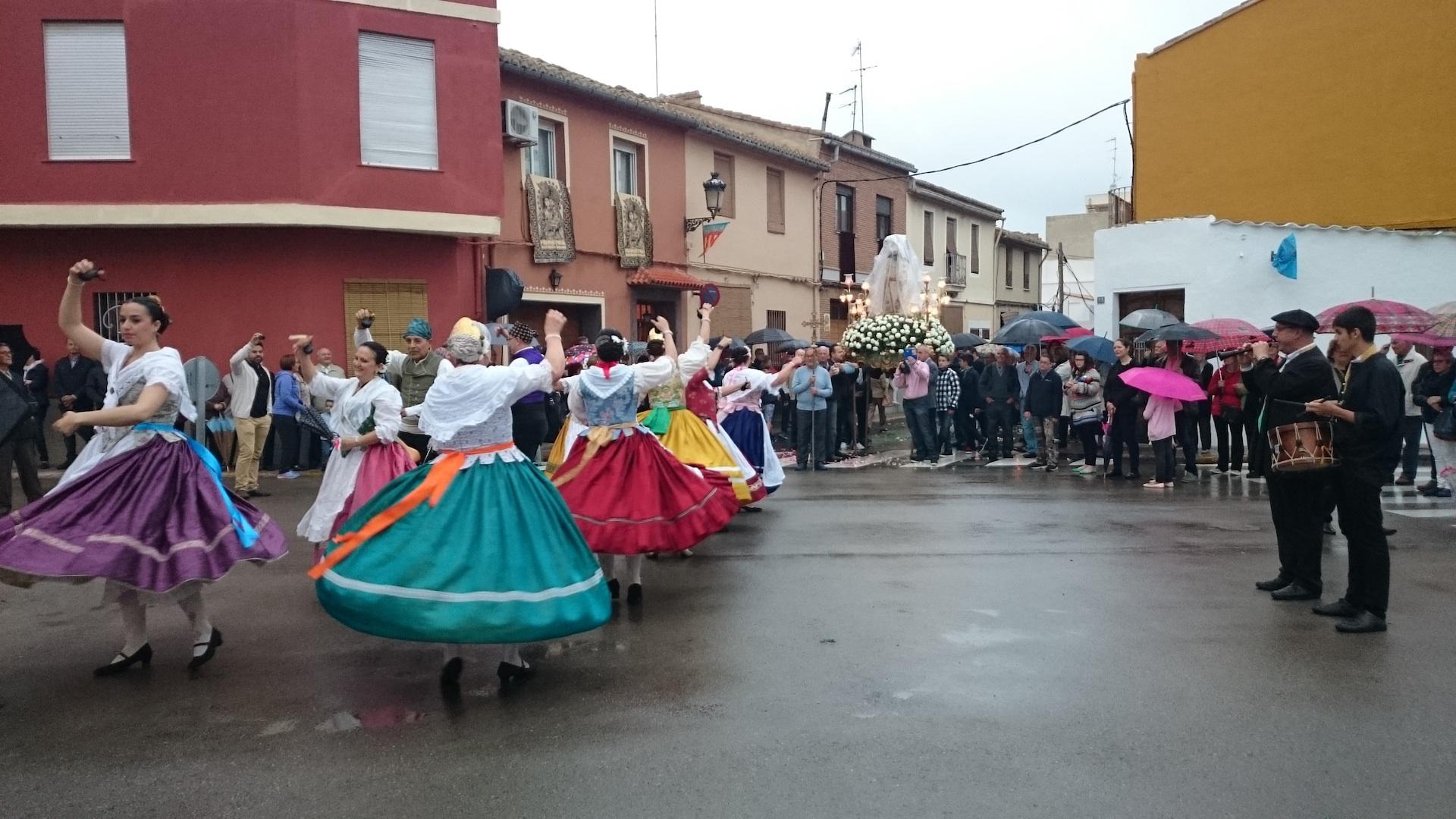 Benifaió celebró bajo la lluvia la fiesta en honor a la Virgen de los Desamparados.