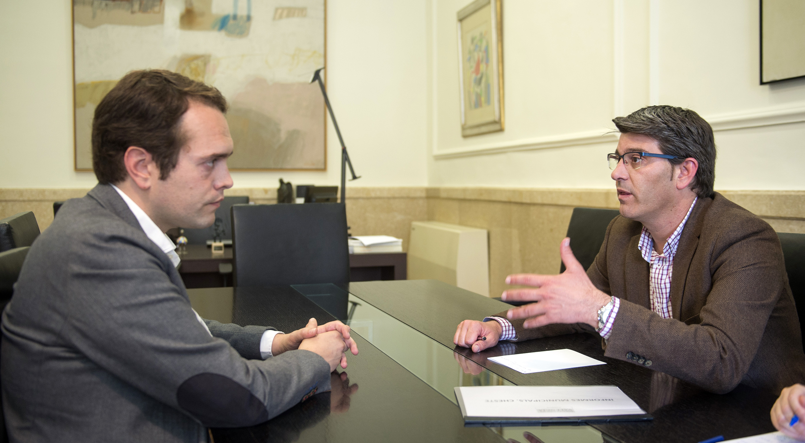 El alcalde de Cheste con el presidente de la Diputación, Jorge Rodríguez.