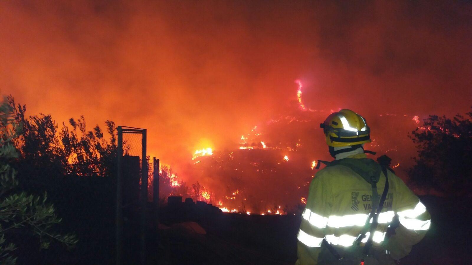 Una imagen del incendio de Bolbaite, facilitada por UBE Bombers.