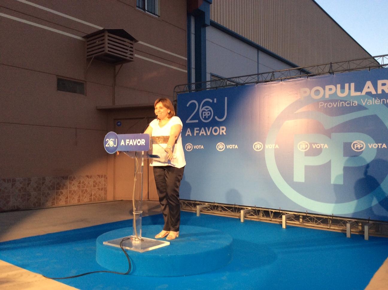 La presidenta del Partido Popular de la Comunitat Valenciana, Isabel Bonig, en el mitin de Vilamarxant.