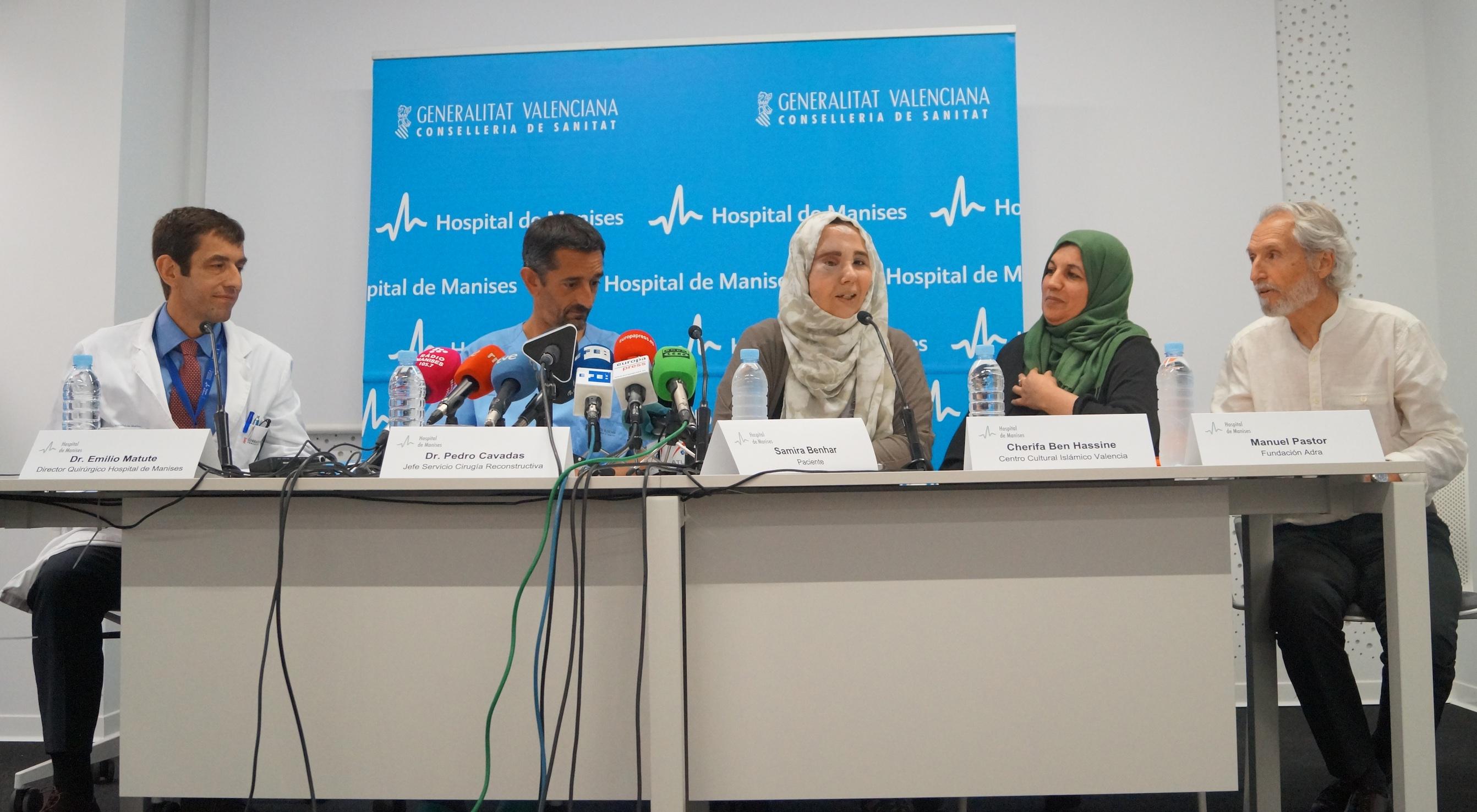 Rueda de prensa del doctor Cavadas con Samira en el Hospital de Manises.