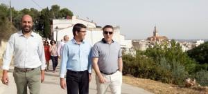 El Diputado de Carreteras, Pablo Seguí, y el presidente de la Diputación, Jorge Rodríguez, con el alcalde de Enguera.