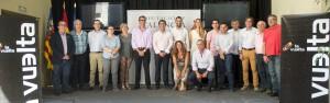 El presidente de la Diputación, Jorge Rodríguez, con los alcaldes de los municipios que participan.