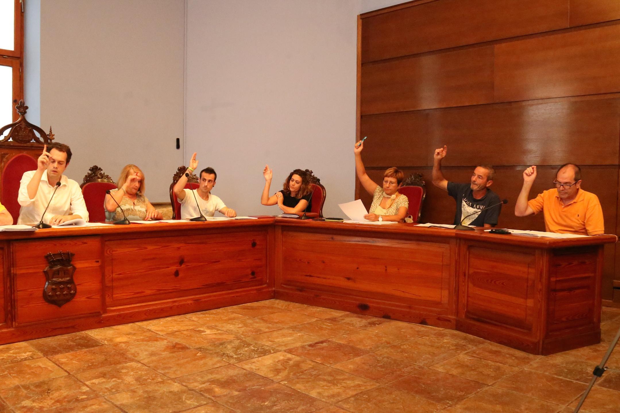Equipo de gobierno en una última sesión plenaria del Ayuntamiento de Cheste.