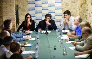 orge Rodríguez y Mª Josep Amigó con los alcaldes del Rincón de Ademuz.