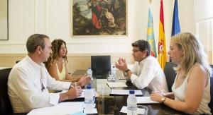 Jorge Rodríguez con el alcalde y la concejala de Cortes de Pallás.