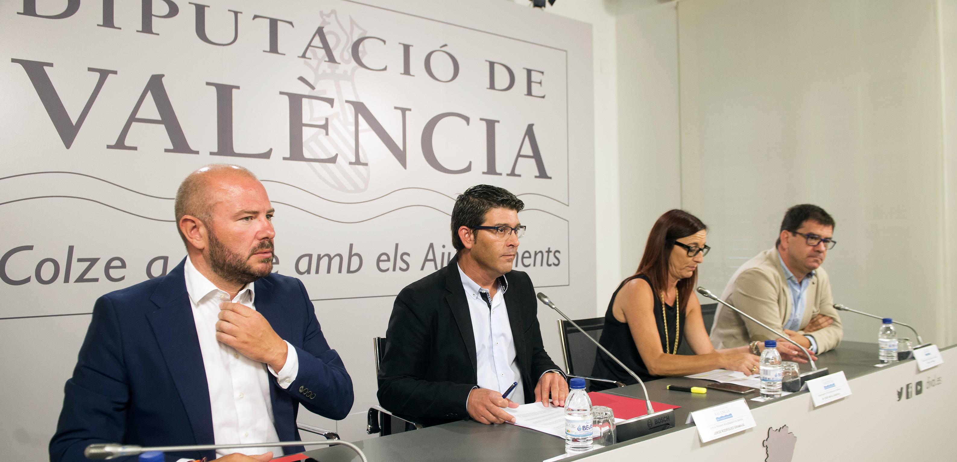 Rueda de prensa de la presentación del PIFS a cargo de los responsables de la Diputación.