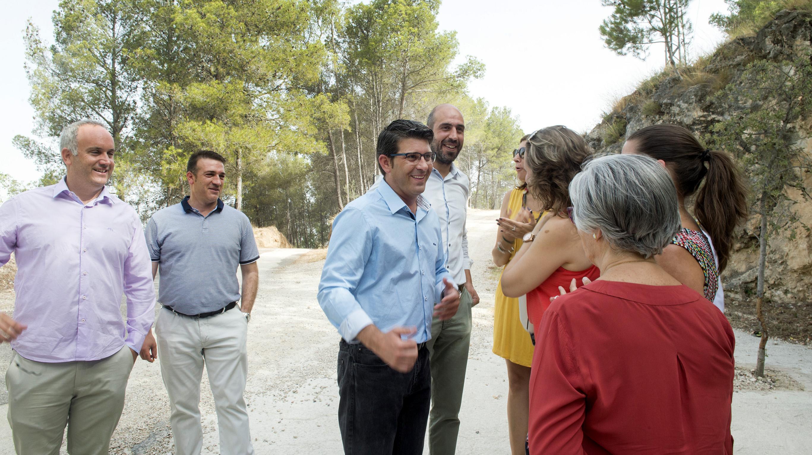 El presidente de la Diputación, Jorge Rodríguez, y el Diputado deCarreteras, Pablo Seguí, en Enguera.
