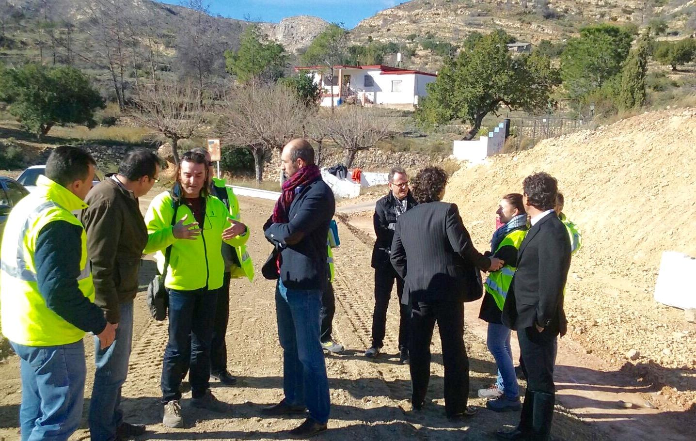 El diputado Pablo Seguí durante su visita a Los Serranos.