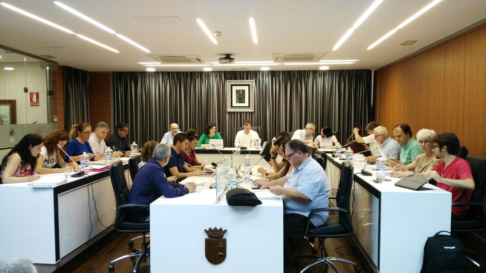 Pleno del Ayuntamiento de Riba-roja en una imagen de archivo.