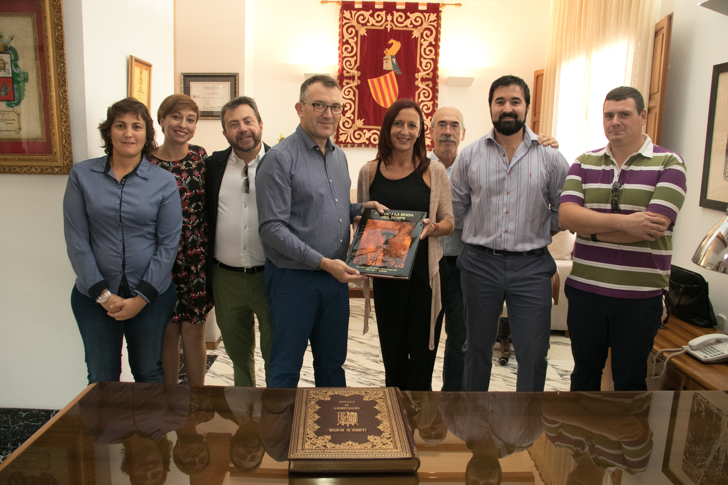 La vicepresidenta de la Diputación, Maria Josep Amigó, en su visita a Canals.
