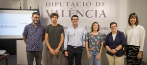 El presidente de la Diputación con el jurado, la diputada y los ganadores.