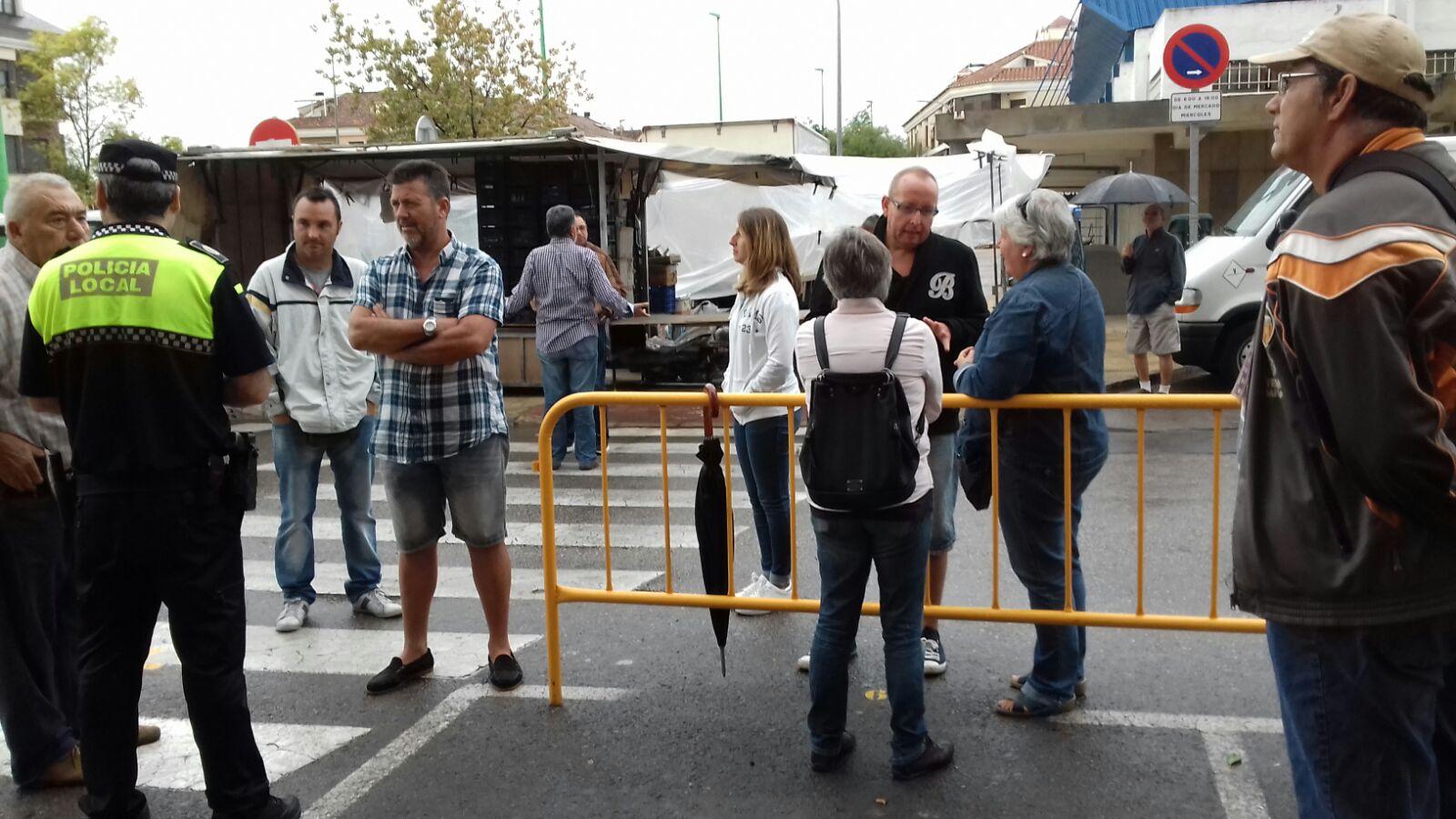 """El PP ha criticado """"el caos producido en el mercadillo de L'Eliana""""."""