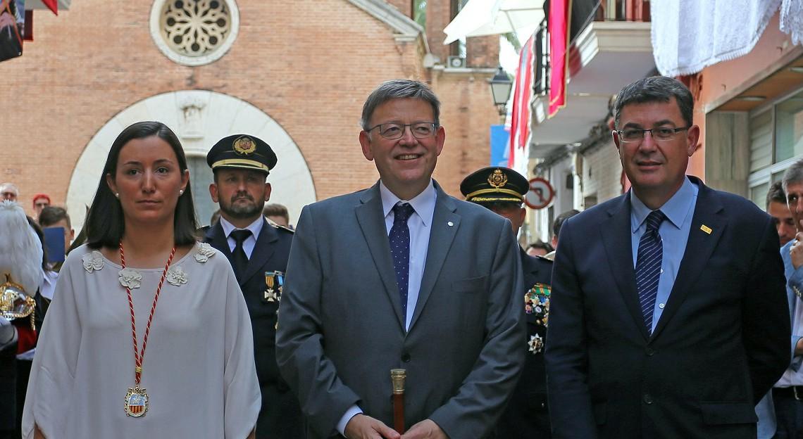 El President ha acompañado a la patrona del municipio en una procesión hasta la Plaza Mayor.