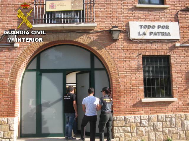 Los detenidos han pasado a disposición judicial en el Juzgado de Requena.