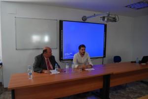 El Profesor José Hoyo junto al alcalde de la localidad, Rafa Pérez.