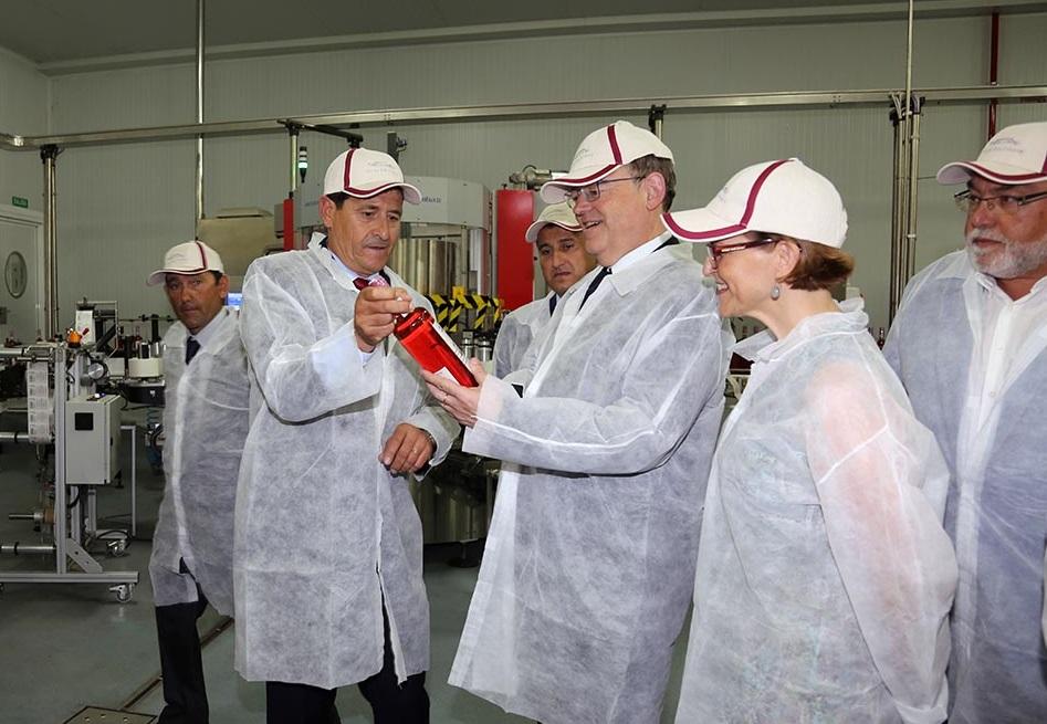 El Consell reconoce el esfuerzo cotidiano de Anecoop para situar a la industria agroalimentaria valenciana como la más importante de España.