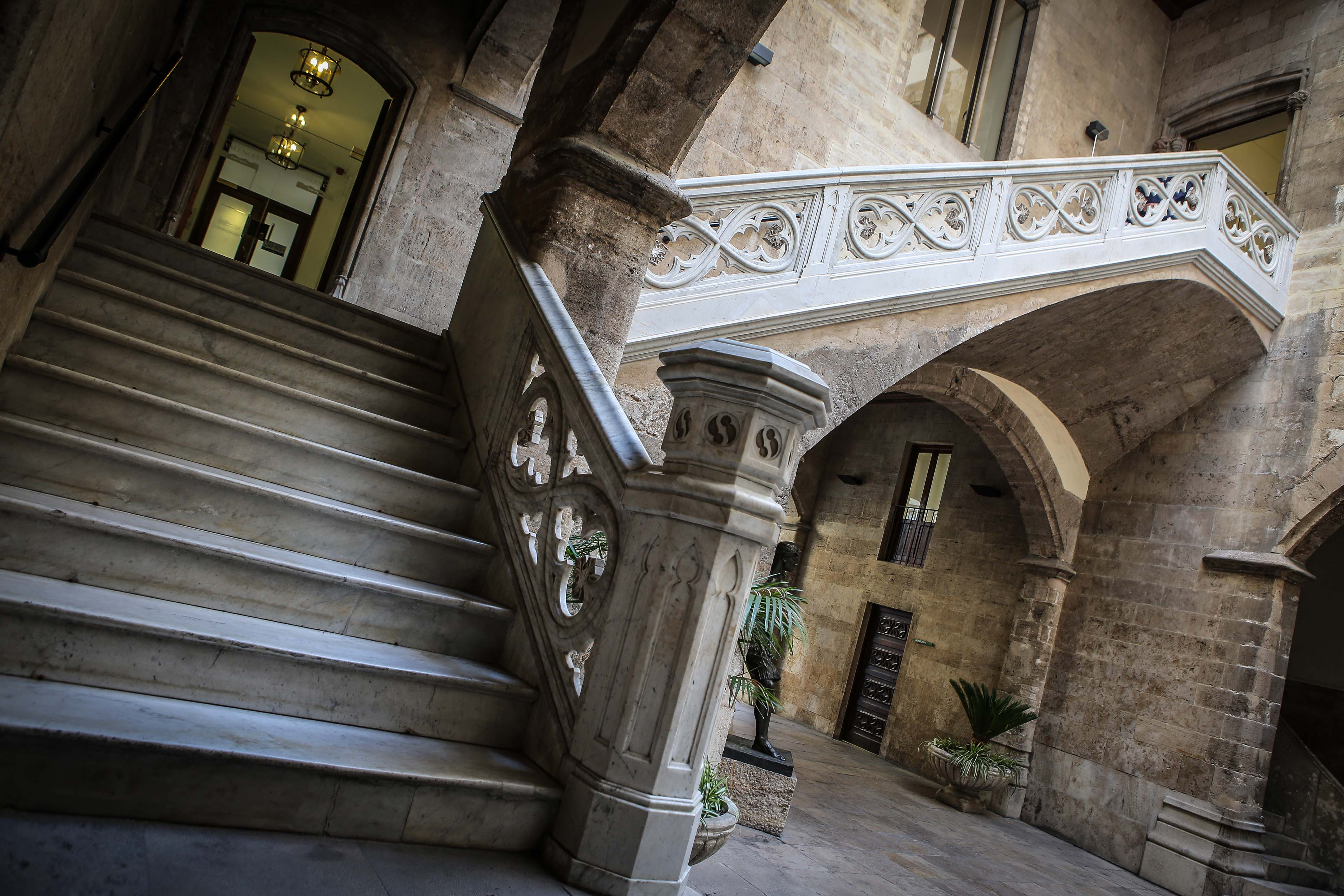 La Diputación ofrece visitas guiadas para mostrar los tesoros arquitectónicos de unos edificios construidos entre los siglos XV y XVII.