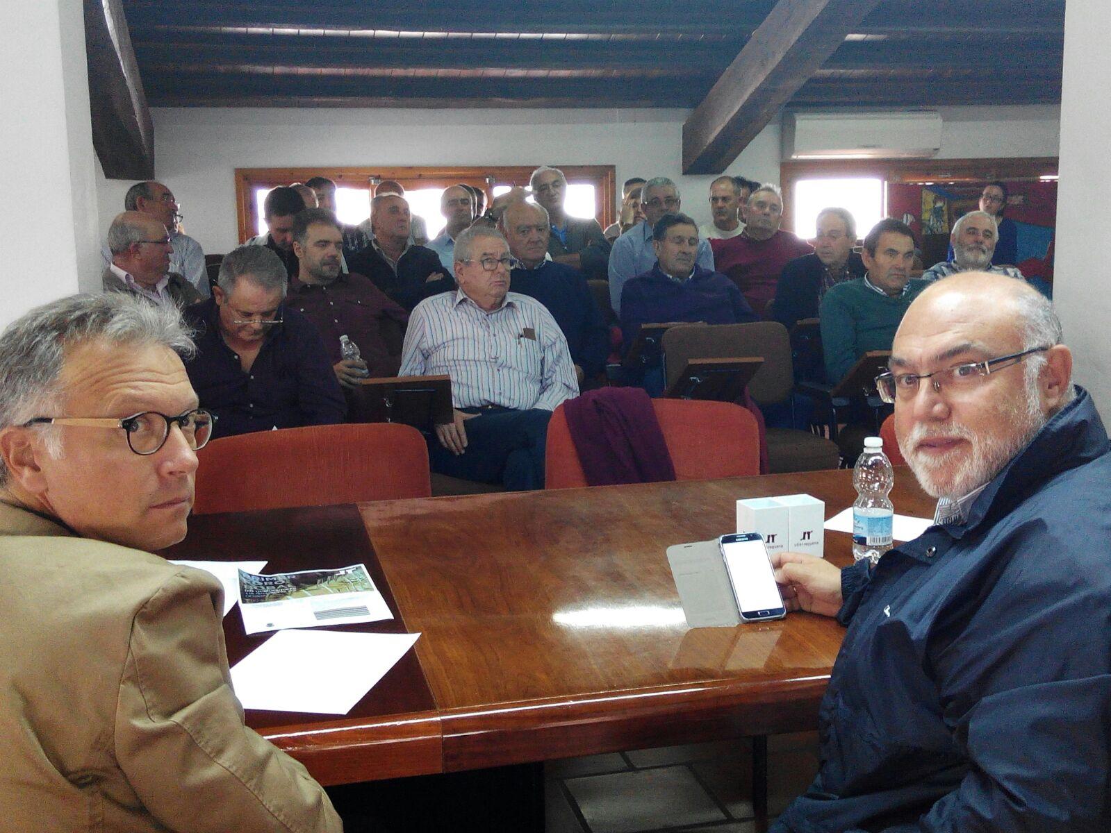 El director general de Agricultura, Ganadería y Pesca, Roger Llanes, con el secretario autonómico de Agricultura, Francisco Rodríguez Mulero.