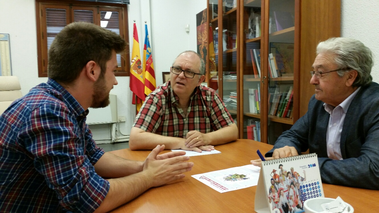 El secretari general de l'IVAJ es reuneix amb l'alcalde de Loriguilla.