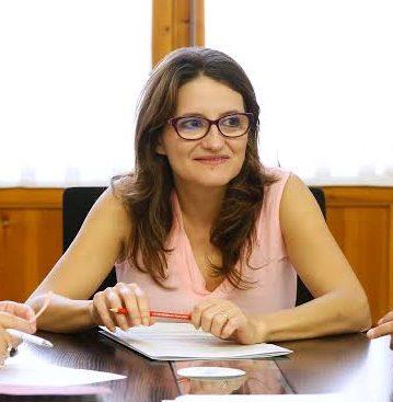 Reunión entre Maria Josep Amigó, Mercedes Berenguer y Mónica Oltra.