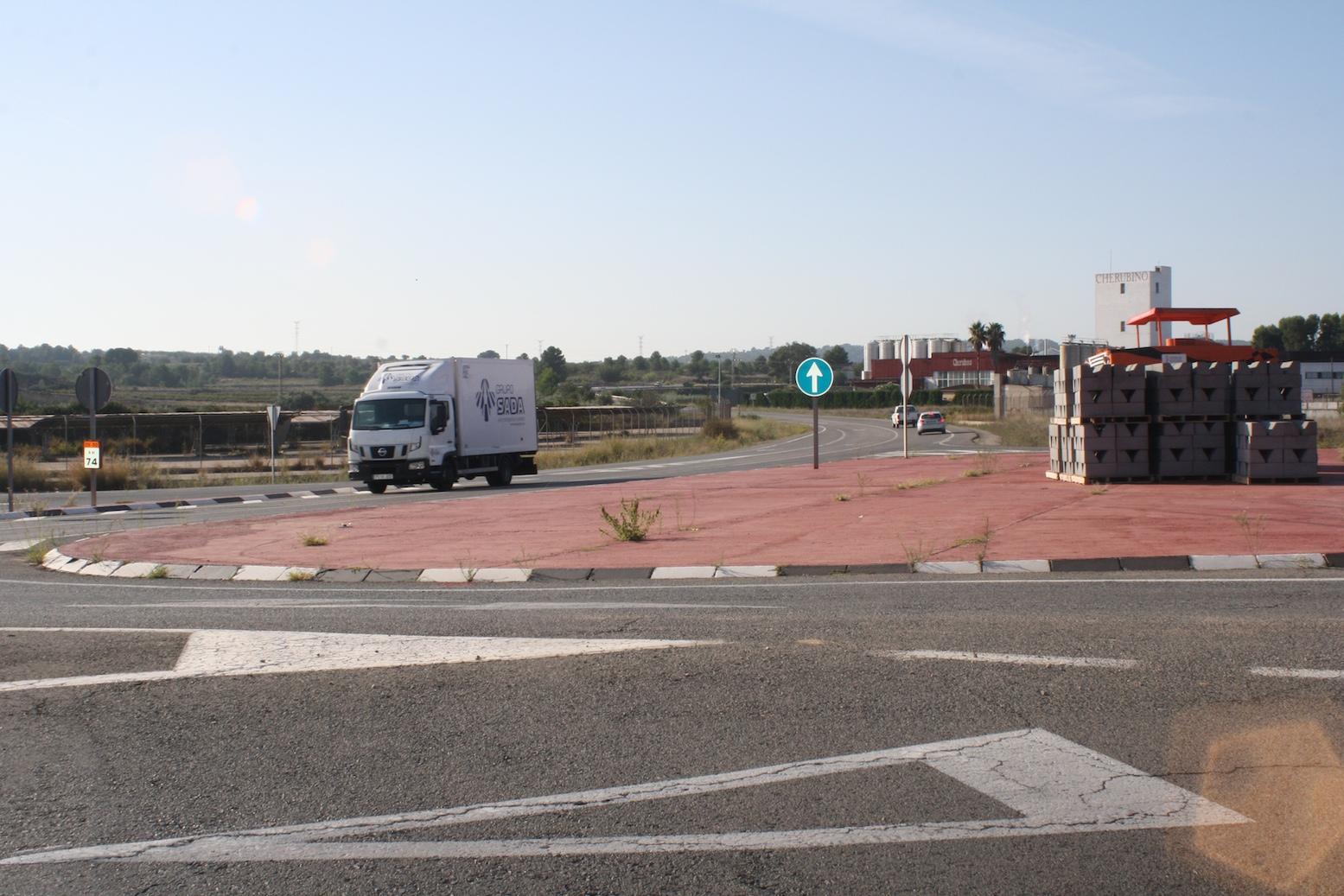 La Conselleria de Obras Públicas está ejecutando dos obras en la CV-50, en Cheste, que eliminan dos puntos negros en el municipio.