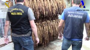La Guardia Civil alerta que utilizaban, sin ningún tipo de control sanitario, productos químicos para mejorar el sabor y olor del tabaco.