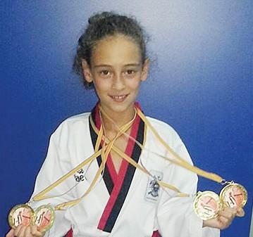 La campeona con sus medallas.