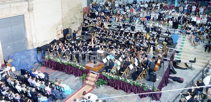 La banda del CIM «Santa Cecilia» durante su concierto en las pasadas fiestas patronales de Yátova.