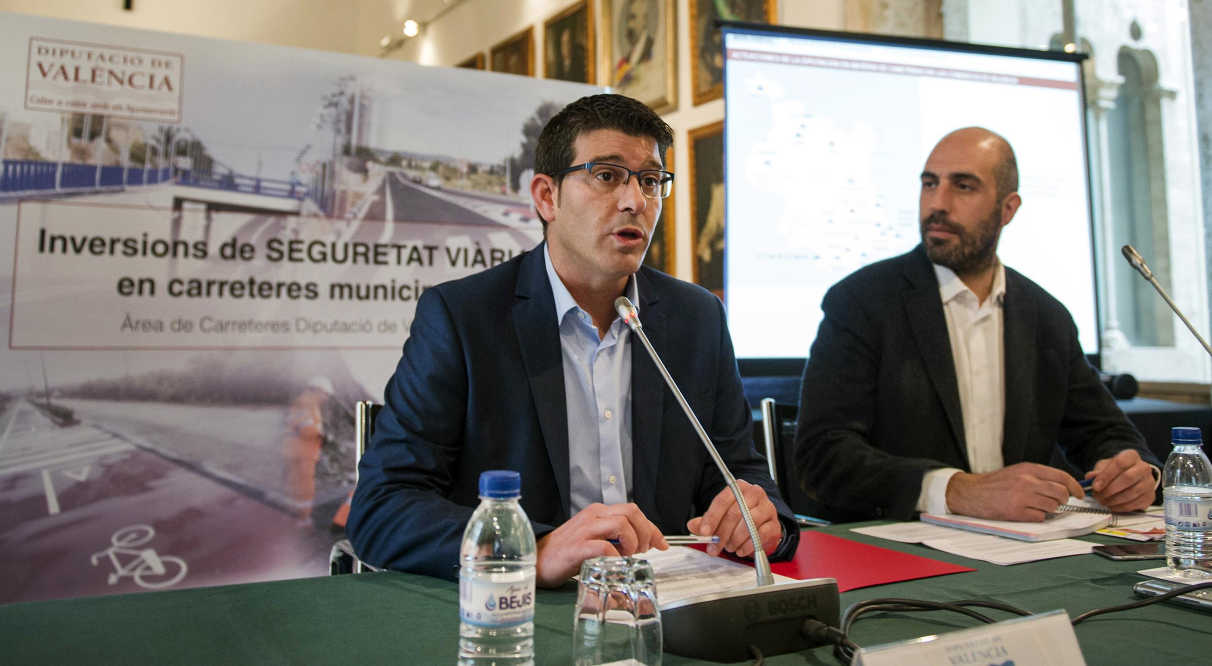El presidente de la Diputación, Jorge Rodríguez, junto al responsable del área de Carreteras, Pablo Seguí.